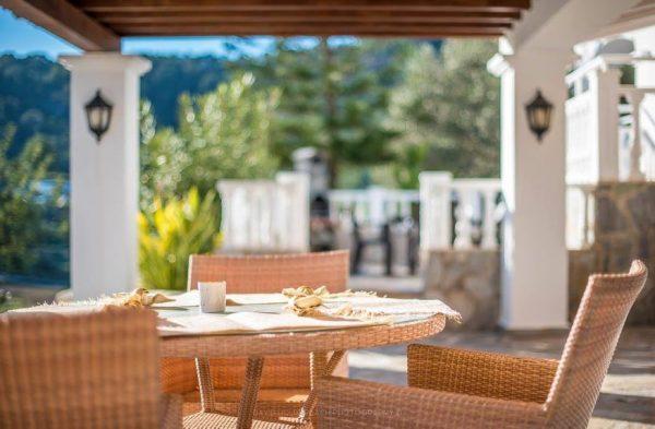 villa Ibiza outside dining area